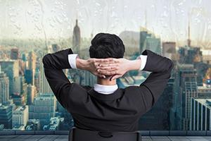 成功的交易者总是长着两双眼睛,一双望着市场,一双永远望着自己